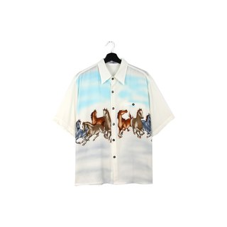 Back to Green:: White horses / / men and women can wear / / vintagei Shirts