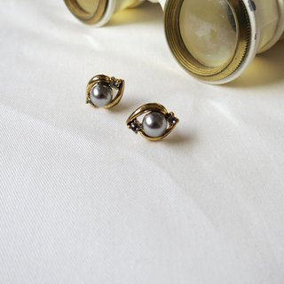 Mini pearl eye earrings (clampable)