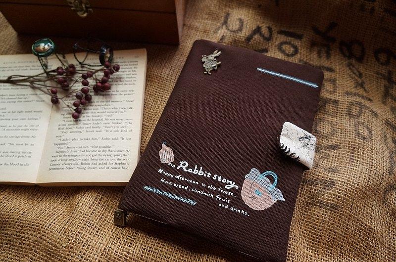 手繪羅勃兔的森林野餐日書衣/布書套 適A5/25K書本 深咖啡色