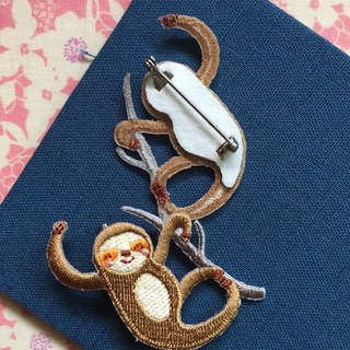 Cloth Embroidery Pin Tree Sloth Series Playful Sloth (Single)