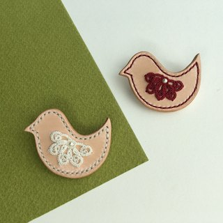 Bird biscuit - tatted lace leather brooch/tatting/lace/leather/brooch