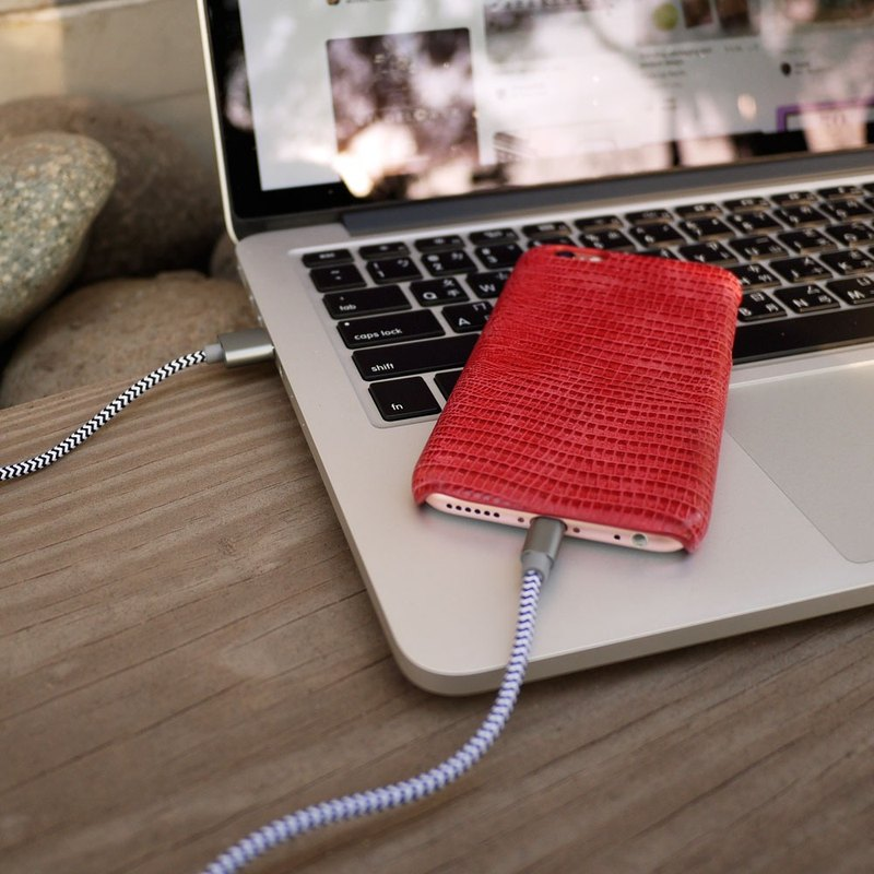 AOORTI :: Apple iPhone8/7/6 Plus Handcrafted Genuine Leather Phone Case/Back Cover - Red Lizard Pattern