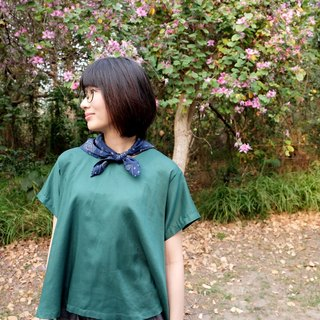 Umbrella round neck T-shirt. Emerald