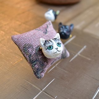Sister head kitten brooch