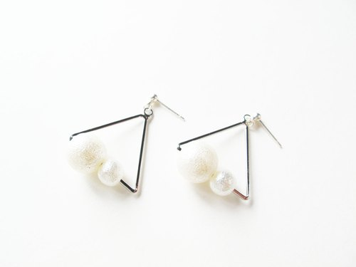 * Rosy Garden * Stay together Triangle earrings