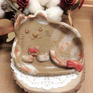 Small three-dimensional modeling kitten dish