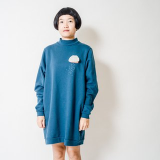 clam with a pearl / sweatshirt / one piece