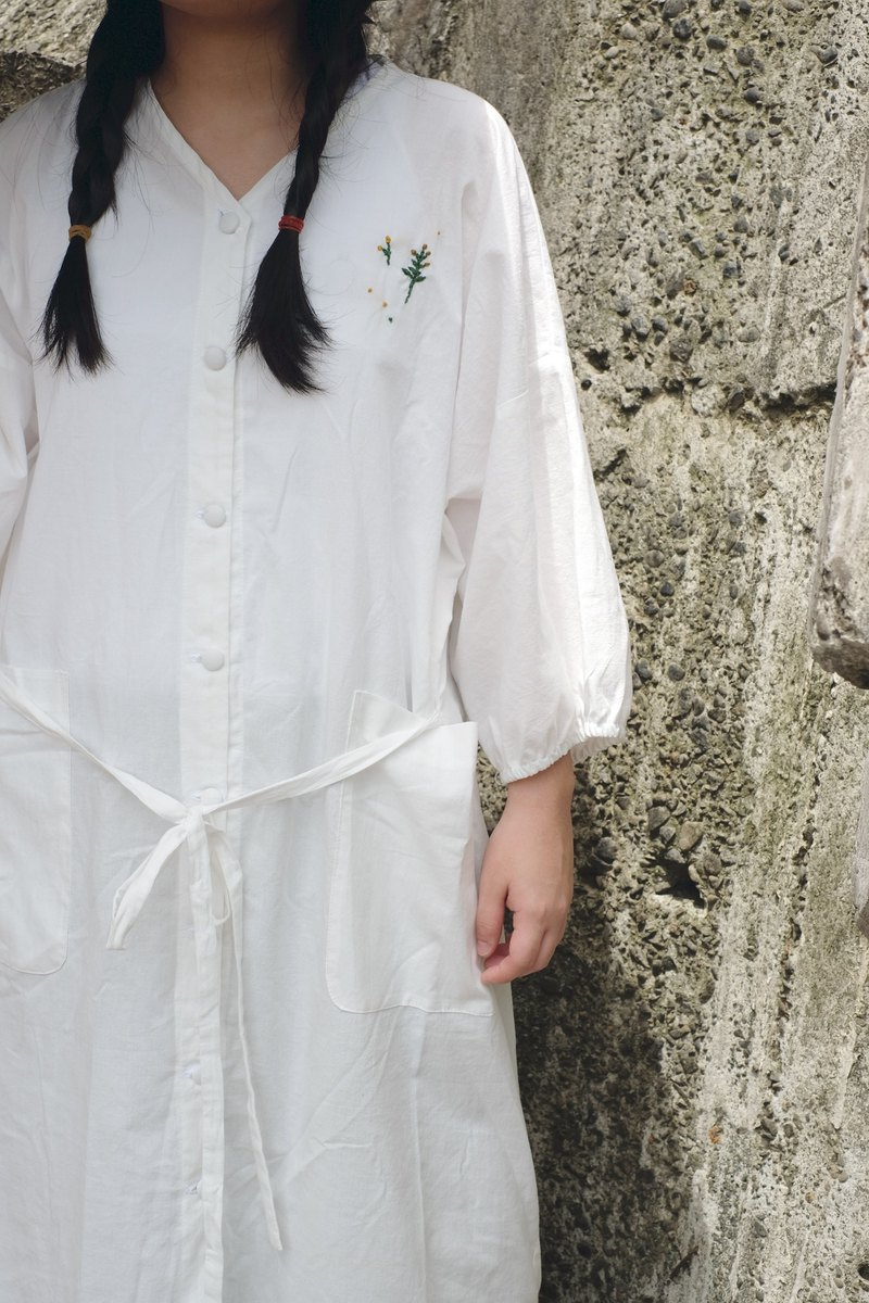 Japanese v-neck fairy white small embroidered puff sleeve shirt blouse