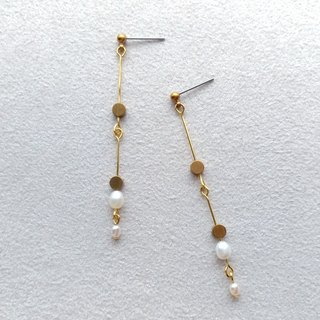 E008 swaying 1-brass pearl needle/clip earring
