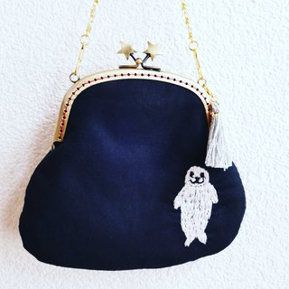 Embroidery handwear handbag seal