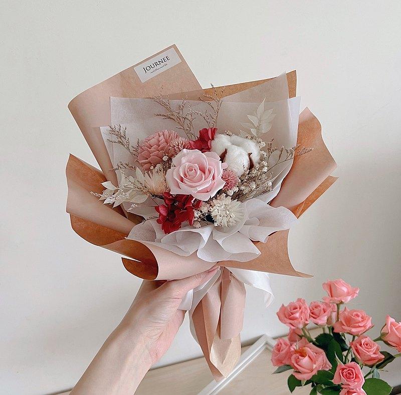 journee 溫柔裸粉永生玫瑰花束 乾燥花束 滿天星 粉玫瑰