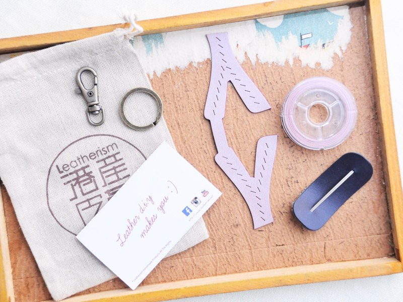 【First letter A to Z English letter key chain - white wax skin group | WW】 good sewing leather material package hand wrapped wax cream key chain key ring simple and practical Italian leather tanned leather DIY