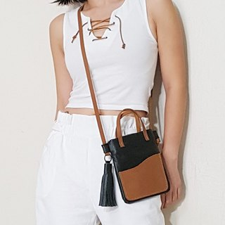 GENUINE LEATHER Flat Sling Bag / Crossbody Bag / Small Bag / Travel Purse
