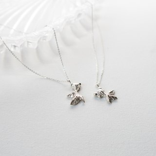 small garden. Small goldfish clavicle chain LITTLE GARDEN NECKLACE