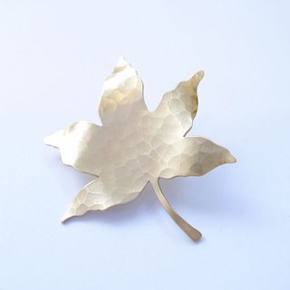 Maple leaf brass brooch