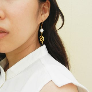 *coucoubird*foliage brass earrings