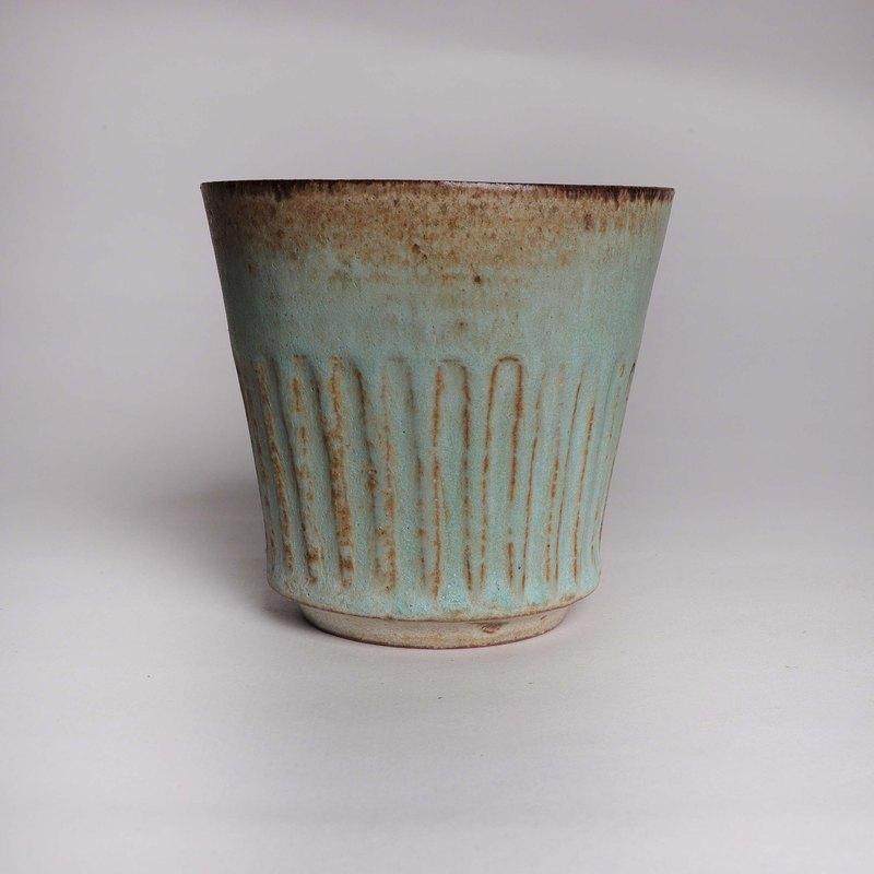 明芽窯 l 霧光蒼綠穗黃刻紋茶杯