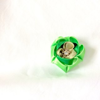 Green Flower clip. Kanzashi Ribbon flower hair clip.