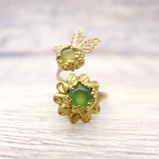 Flower and fruit of glass with brass, Coiled ring, Green
