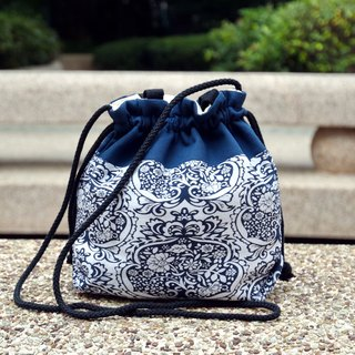 Silverbreeze ~ Three-in-one Shoulder/Shoulder/Hand Tote Bag ~ Damask (A32)