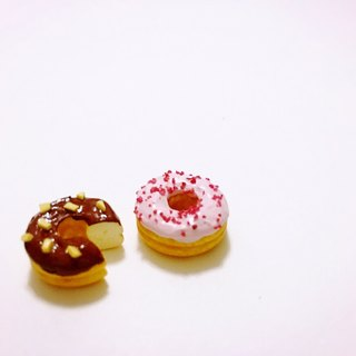 QQ is eating a donut earrings set (2 set) (can change the ear clip type) ((over 600 were sent mysterious little gift))