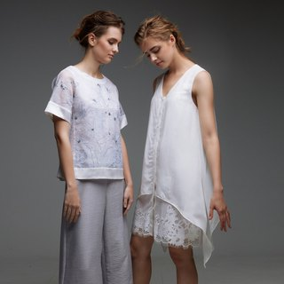 Lightly transparent sleeveless one piece(Right)