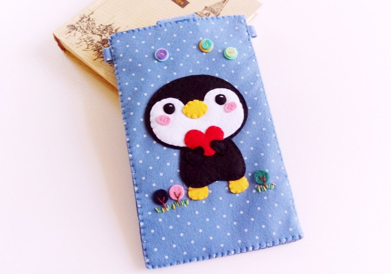 Non-woven penguin love mobile phone bag 5.5 chest hanging type