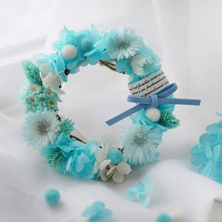 Woolen felt ball wreath - blue