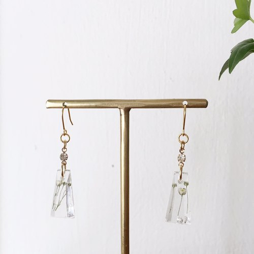 Swing earrings of babys breath Vol.3
