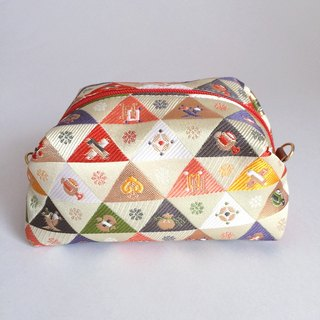 Pouch with Japanese Traditional Pattern, Kimono (Medium) [Brocade]