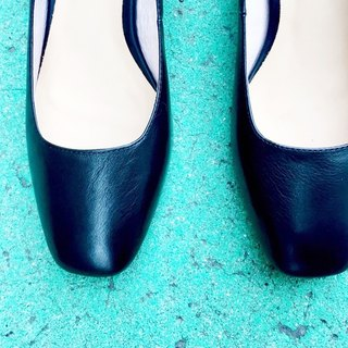 Painting # 8039 || calf leather classic square with obsidian black ||