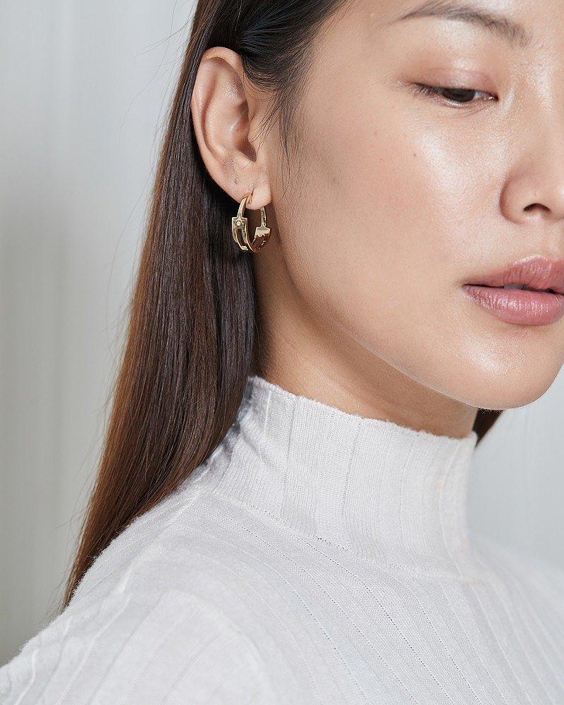 Marcy 銀圈形耳環,飾有施華洛世奇的氧化鋯。