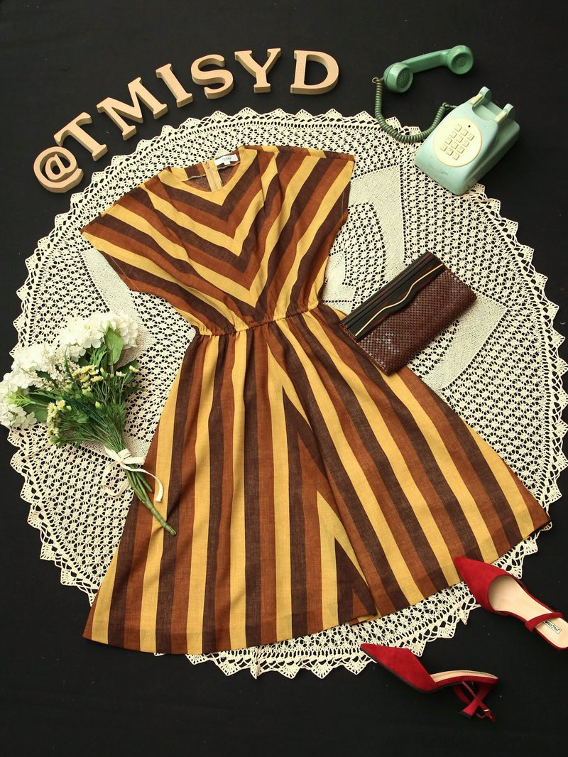 VINTAGE dress Size M Retro style stripe pattern in yellow and brown color