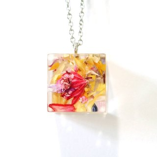 Colour Freak Studio Bright Dried Flower Necklace / Cube pendant / Flower In Ice Series