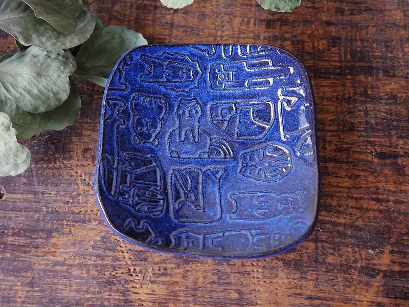 Blue square tiny plate with relief small animals