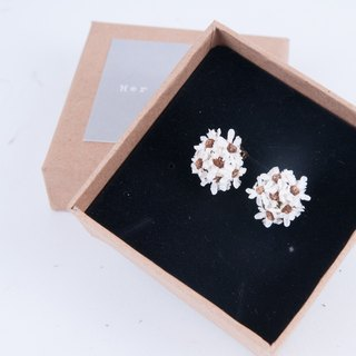 Her Bouquet quiet listening to you talk | dried flower clip earrings sterling silver earrings bronze French Hakubaicho