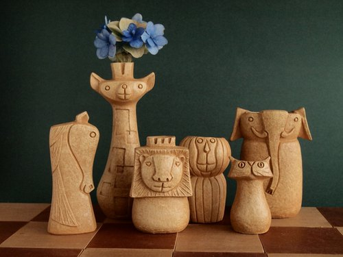 【SAVANNA CHESS VASE】 Flower Vase of the animal shape chess pieces.