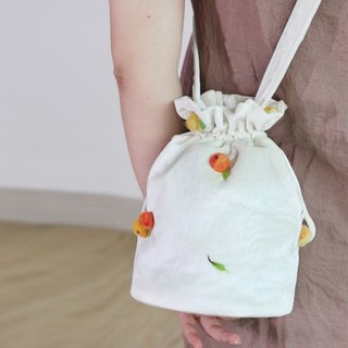 Ke people 2017 new bag original slanting cross bucket bag female white shoulder bag art wool felt fruit bag