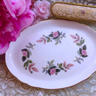 ♥ ♥ Annie crazy Antiquities British bone china Royal Queen Wedgwood 1970 Nian Hathaway pink roses cake inventory center plate - Stock New