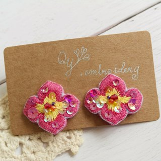 Qy' s  hand embroidered flowerl earrings  rose and yellow