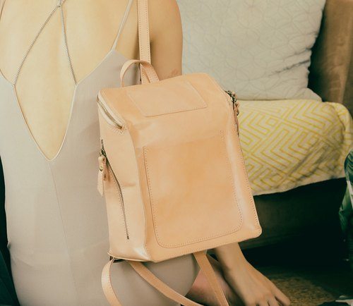 Minimalist square skinny backpack camel