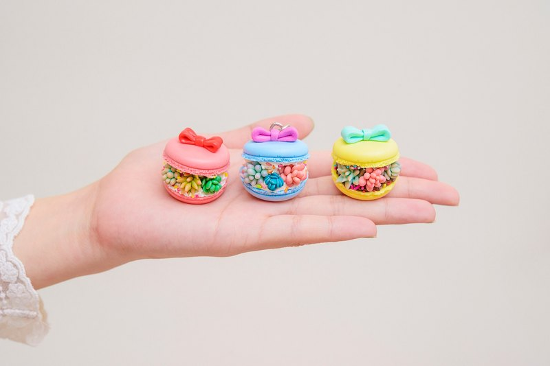 Freckle girl☞ handmade mini meaty macarons pendant
