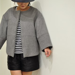 Flat 135 X Taiwan Designer Must Have 90% Wool Wool Short Coat Shawl Coat Good with Gray Saddle Brown Leggings Blue Own Button Own Decisions Series