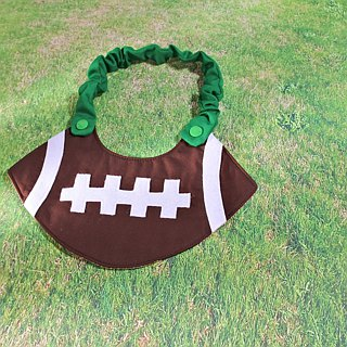 Football style bib pocket saliva towel