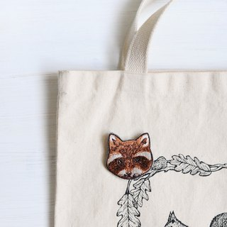 Animal embroidery pin / brooch - raccoon