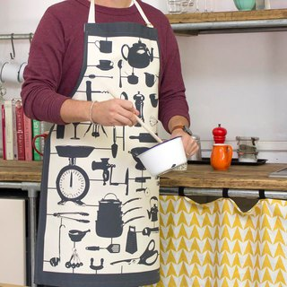 British egg cotton apron model kitchen