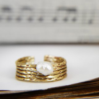Music Department - Golden half note - Brass pearl ring