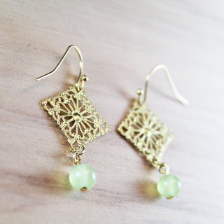 【Collection of gold lake】 square flower earrings grass green section | clip-style earrings earrings can be changed for sterling silver needles | grass green chalcedony | brass | natural stone earrings, Chinese ancient wind ornaments E28