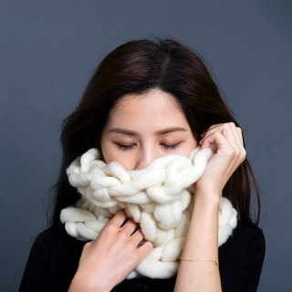 【MOUNTAIN HAND MADE】100% wool circular scarf /White
