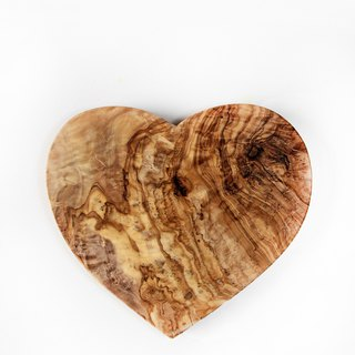 British Naturally Med boutique kitchen olive wood integrated solid wood love shape cutting board / table